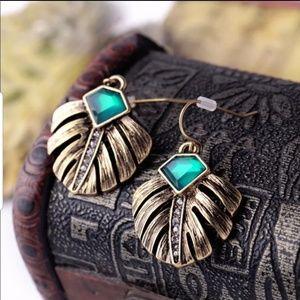 Jewelry - Elegant Gold Leaf Rhinestones Earrings